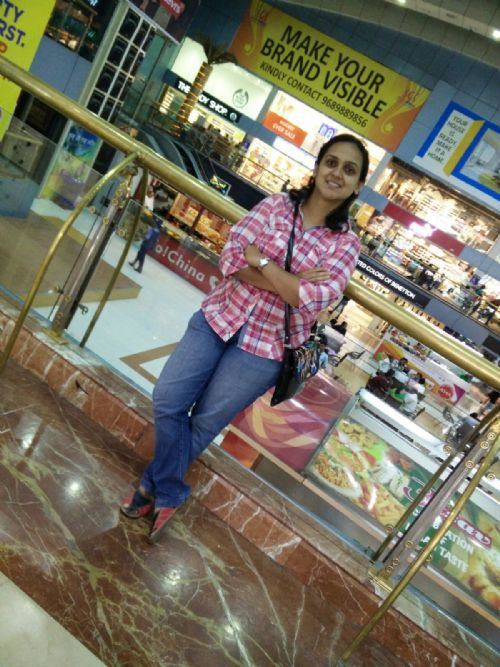 Indian Matrimonial Profile : Sonia Barve 28year Customer Support  from India